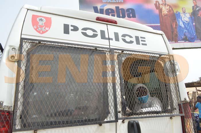 Police-arresetation (11)