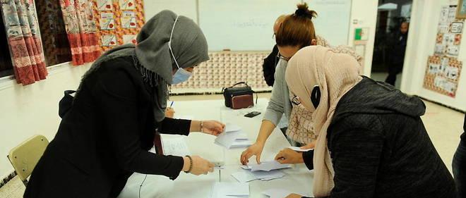 20933395lpw-20933397-article-algerie-referendum-vote-jpg_7455030_660x281