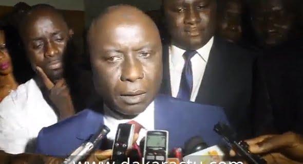 _Vidéo__Déclarations_à_smma_descente_d'avion___Idrissa_Seck_écrase_le_Macky__Regardez