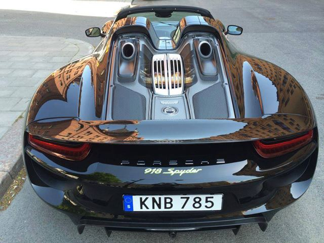 la nouvelle voiture de zlatan une porsche qui co te. Black Bedroom Furniture Sets. Home Design Ideas