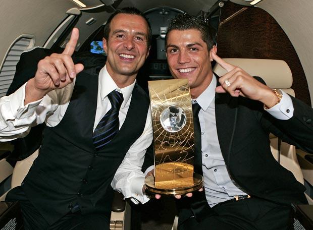 http://senego.com/wp-content/uploads/2014/10/Ronaldo-et-Jorge-Mendes.jpg