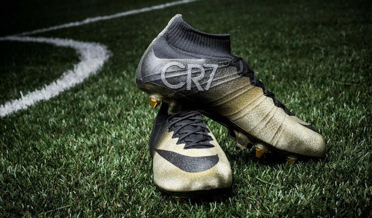 Découvrez Féliciter Le Chaussures Offert Nike A Pour À Or En Cr7 Les Que rrqBT6g