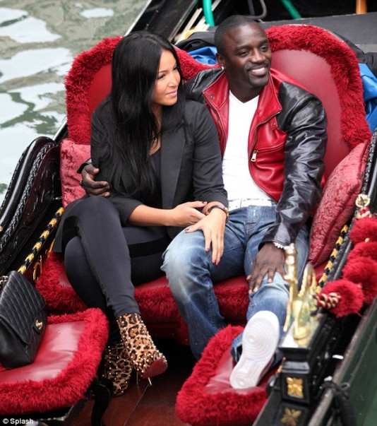 Photos akon et sa nouvelle petite amie venise for Sa old house music