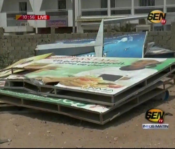 Vidéo- Le maire de Sicap Mermoz Sacré-coeur, Barthélémy Dias a détruit les panneaux de pub qui se trouvent dans sa commune