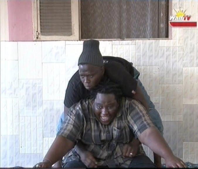Video: Jean Michel fait un pet en tentant de soulever Tann-Bombé, à mourir de rire