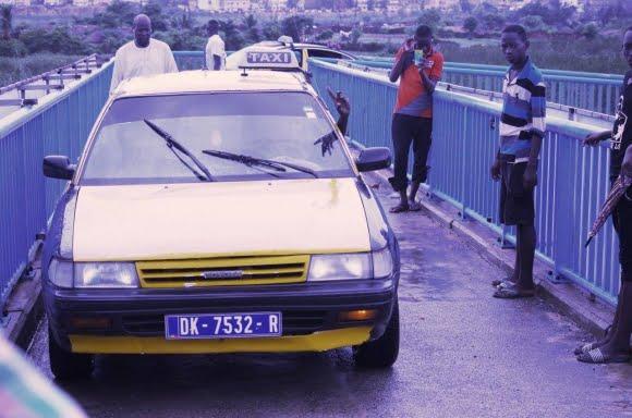 arrêté, Conducteur, passage passerelle piétonne, Taxi
