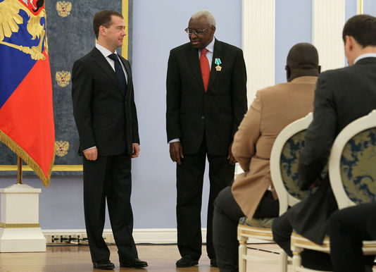 4834598_6_772d_l-ex-president-russe-dmitri-medvedev-et-lamine_83eead3771df5a7ebee69087fa4412e6