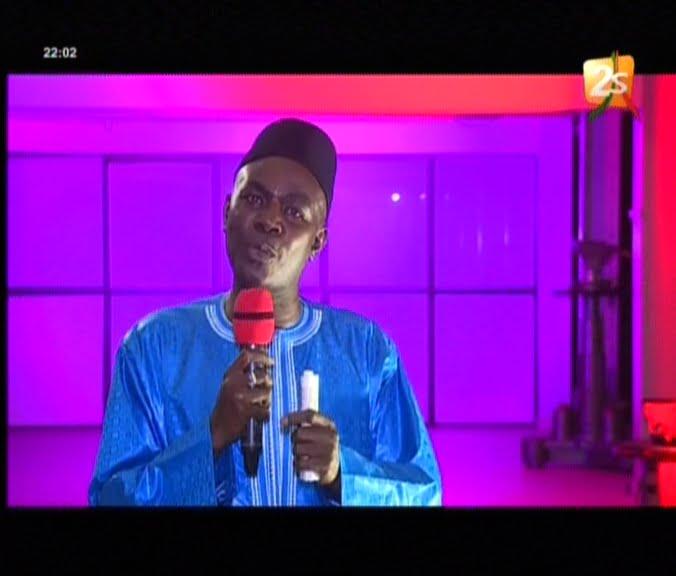 Bécaye Mbaye sur Modou Lô / Gris Bordeaux: