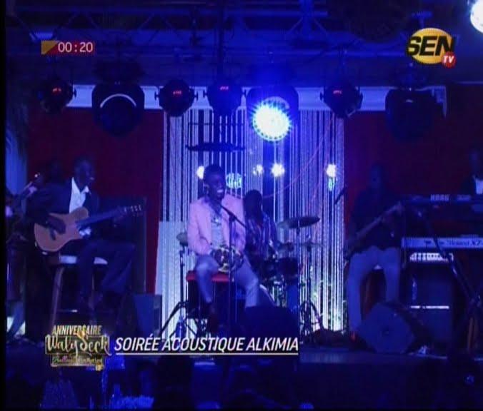 Vidéo:  Waly Seck chante Cheikh Amar et son épouse. Regardez