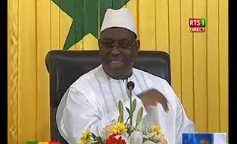 Vidéo – Dialogue politique: Macky fait exploser de rire toute la salle, en tentant de traduire le Poular en Wolof. Regardez