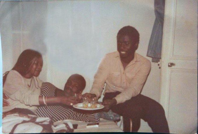 Image: Quand Idrissa Seck servait du thé à Ousmane Ngom et sa copine. Regardez