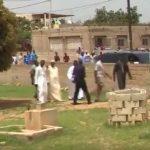 Vidéo: Macky Sall en vacances à Popenguine côtoie les religieux – Regardez.