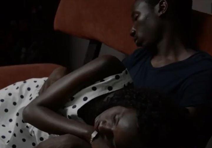 Vidéo: Il trompe sa mère pour sa copine… Regardez !