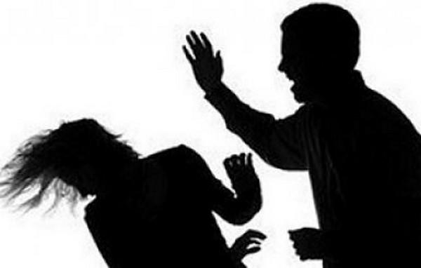 """Audio: Pour l'avoir privé de """"Thiéré Bassé"""", le mari casse le bras de sa femme"""