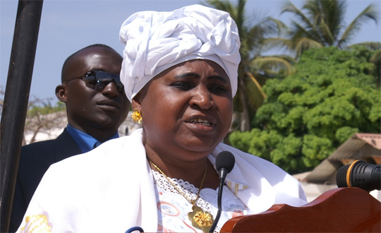 Démission, gambie, isatou njie saidy, message, Pape Diouf, Peuple