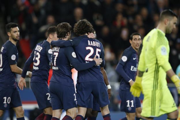 Ligue 1: Paris se défait de Lyon et s'accroche à Monaco