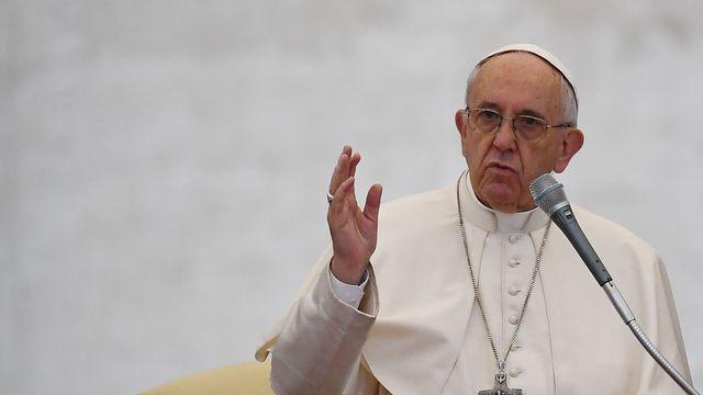 le-pape-francois-le-26-octobre-2016-place-saint-pierre-a-rome_5734687