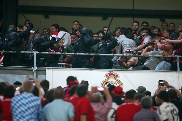 Affrontements en tribune: le Bayern porte plainte contre la police espagnole