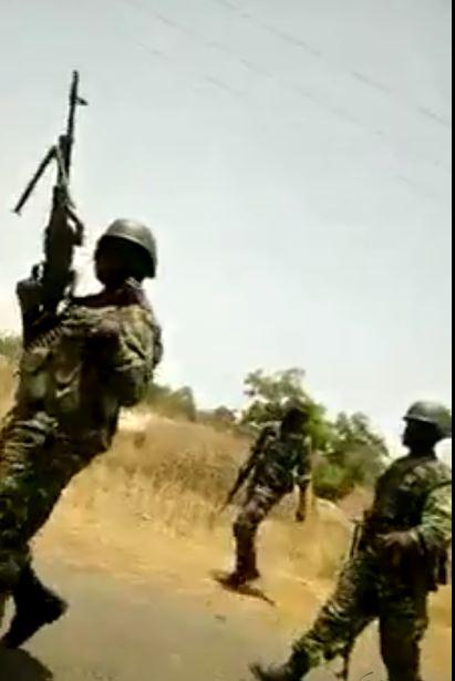 Vidéo : Situation tendue entre la population de Kanilaï et les forces de l'Ecomig – Regardez.