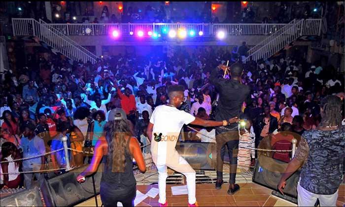 (15 photos) – Elaj Keita, l'étoile montante de la musique sénégalaise, remplit le Penc mi