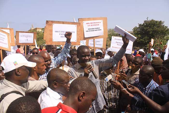 en grève de 48h, Gilets-presse, Le Saes