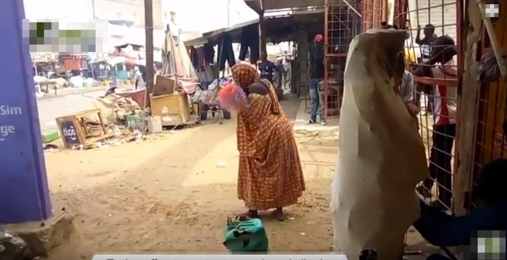Urgent_Touba_-Affrontement_entre_services_de_l'ordre_et_commerçant_au_marché_Ocass_-_YouTube