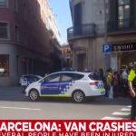 Espagne: Une fourgonnette fonce dans la foule à Barcelone