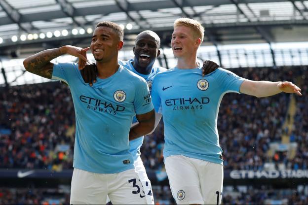 Sadio Mané expulsé face à Manchester City — Geste dangereux