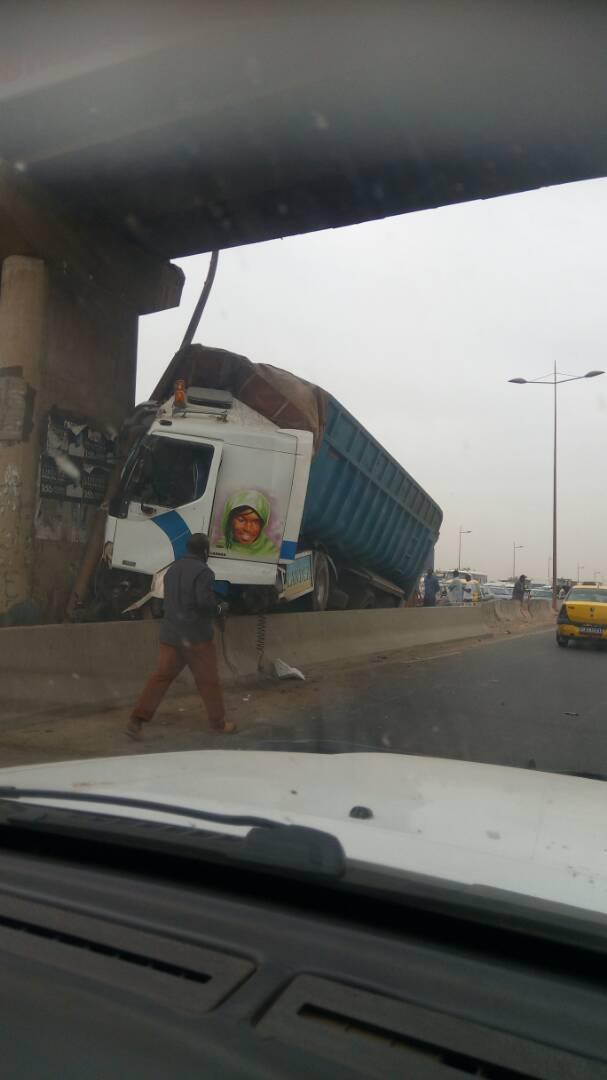 autoroute, camion, percussion, pont