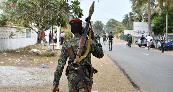 à Bouaké, Côte d'Ivoire, série de tirs nourris
