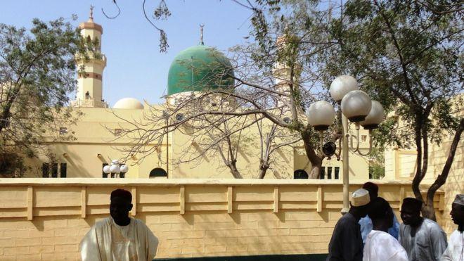 dans une mosquée, Nigéria, tue 14 personnes, Un attentat