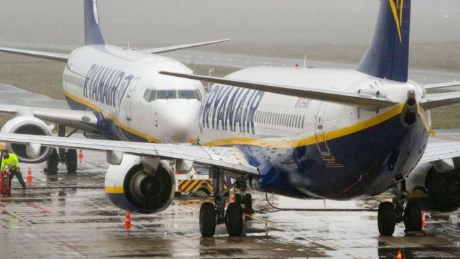 Espagne, un passager sur l'aile de l'avion