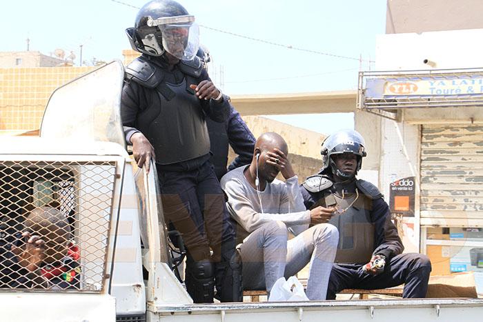 Police-manifestants-gaz lacrymogène,pneu brulé (29)