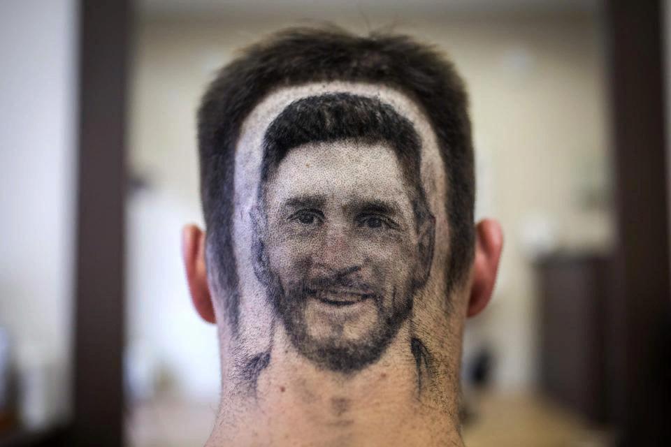 Arrêt sur image : Incroyable, regardez ce que fait cet inconditionnel de Messi