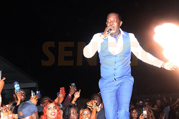 chante, de la Salsa, Mbaye Dièye Faye, Surprise
