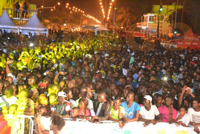 Concert, Pape Diouf, place de la nation
