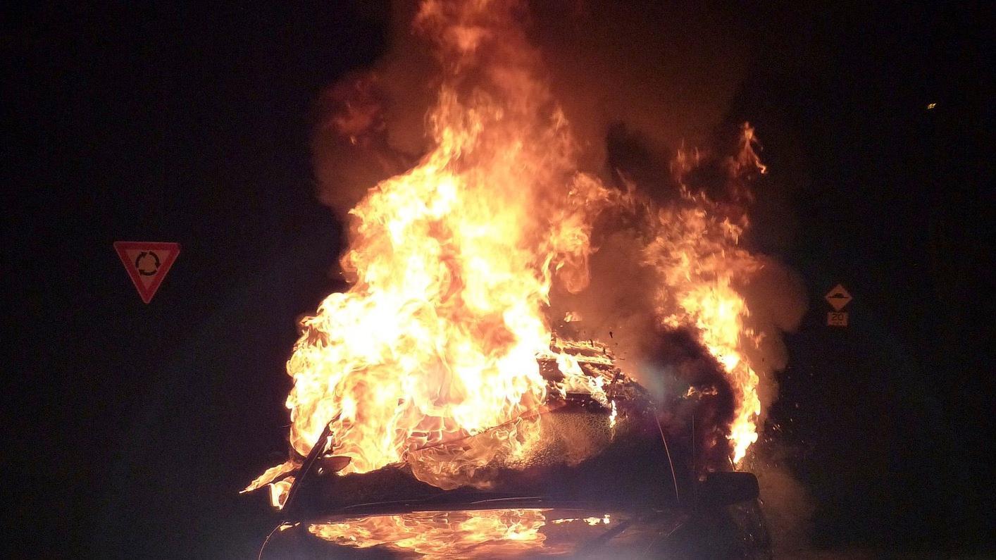 Belgique, france, voitures brûlées