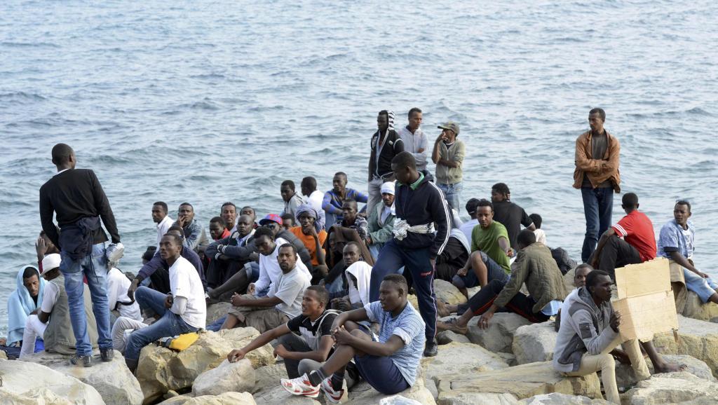 féminin, Interpellés, Migrants, Porte du Millénaire
