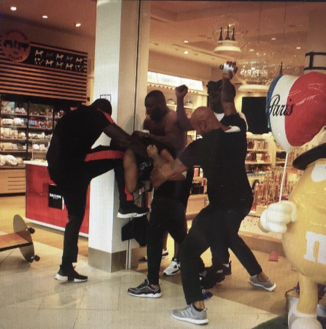 Que s'est-il passé à l'aéroport ? (témoignages) — Booba et Kaaris
