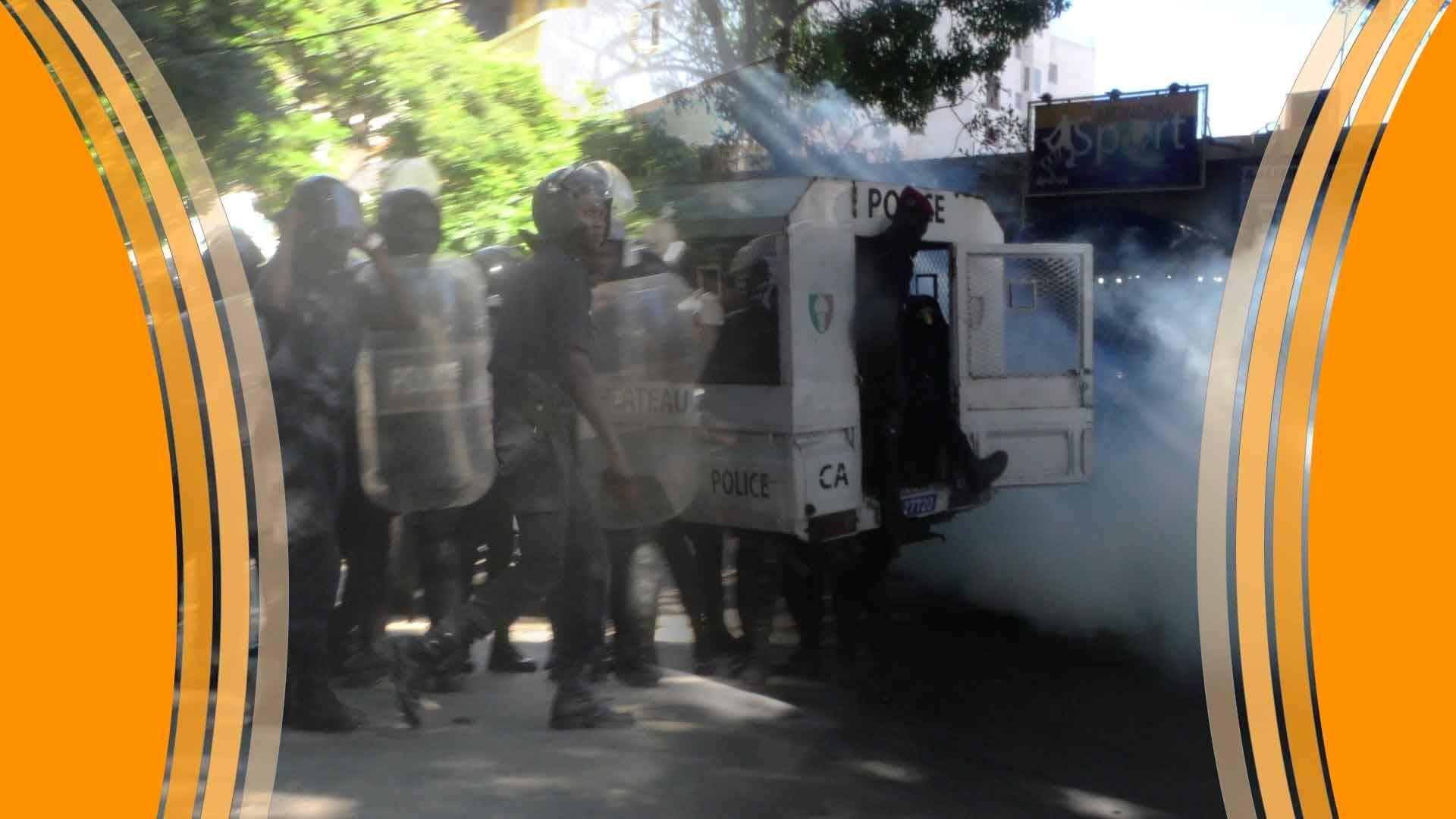 senego tv marche de l opposition que des gaz lacrymog nes dans les rues de dakar senego. Black Bedroom Furniture Sets. Home Design Ideas