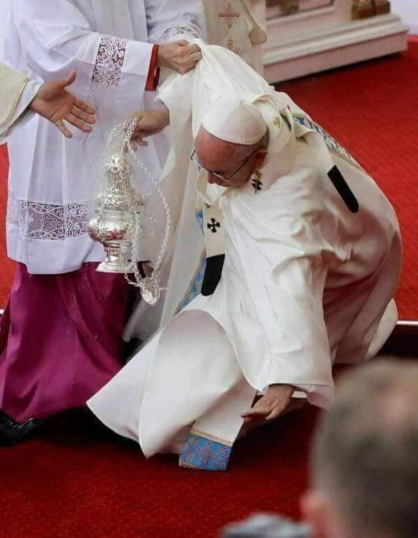 Chute, maladie, Pape François