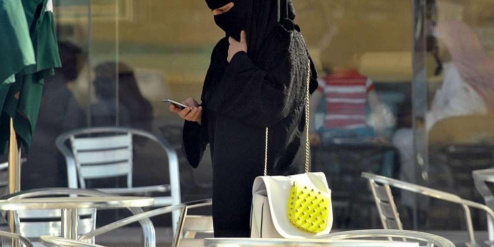 Arabie saoudite, femme voilée, homme, Mangé