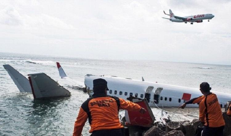 avion, Indonésie, s'abîme en mer