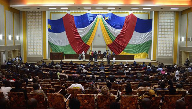 Arme, Assemblée nationale, Centrafrique, député, Ouvre le feu