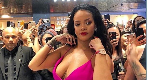 Défilé, looks embrase, Réseaux sociaux, Rihanna