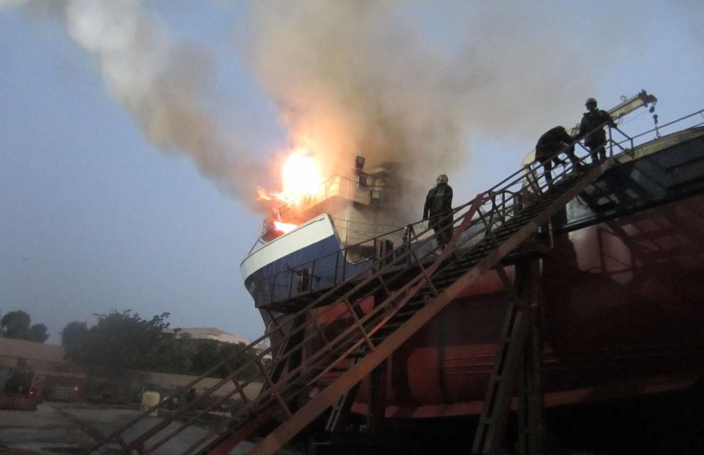 bateaux, Incendié, Port de Dakar