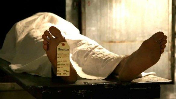 dc3a9cc3a8s-un-indien-dc3a9clarc3a9-mort-se-rc3a9veille-c3a0-la-morgue-juste-avant-son-autopsie402082095