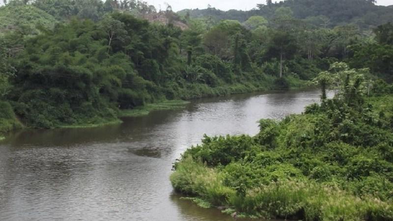 Côte-dIvoire-un-individu-suspecté-de-vol-dune-moto-se-jette-dans-un-fleuve-et-meurt-par-noyade