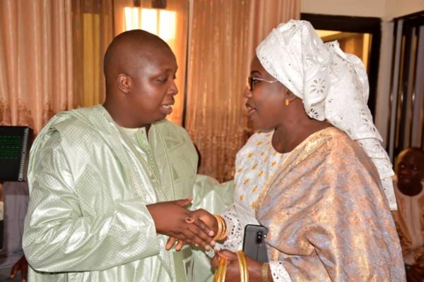 - Un couple de personnes qui se parlent - Youssou N'Dour