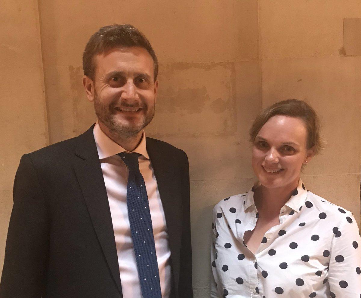 George Hodgson fait ses adieux au Sénégal - Un homme et une femme posant pour la caméra - impact.sn : informations, enquêtes, analyses